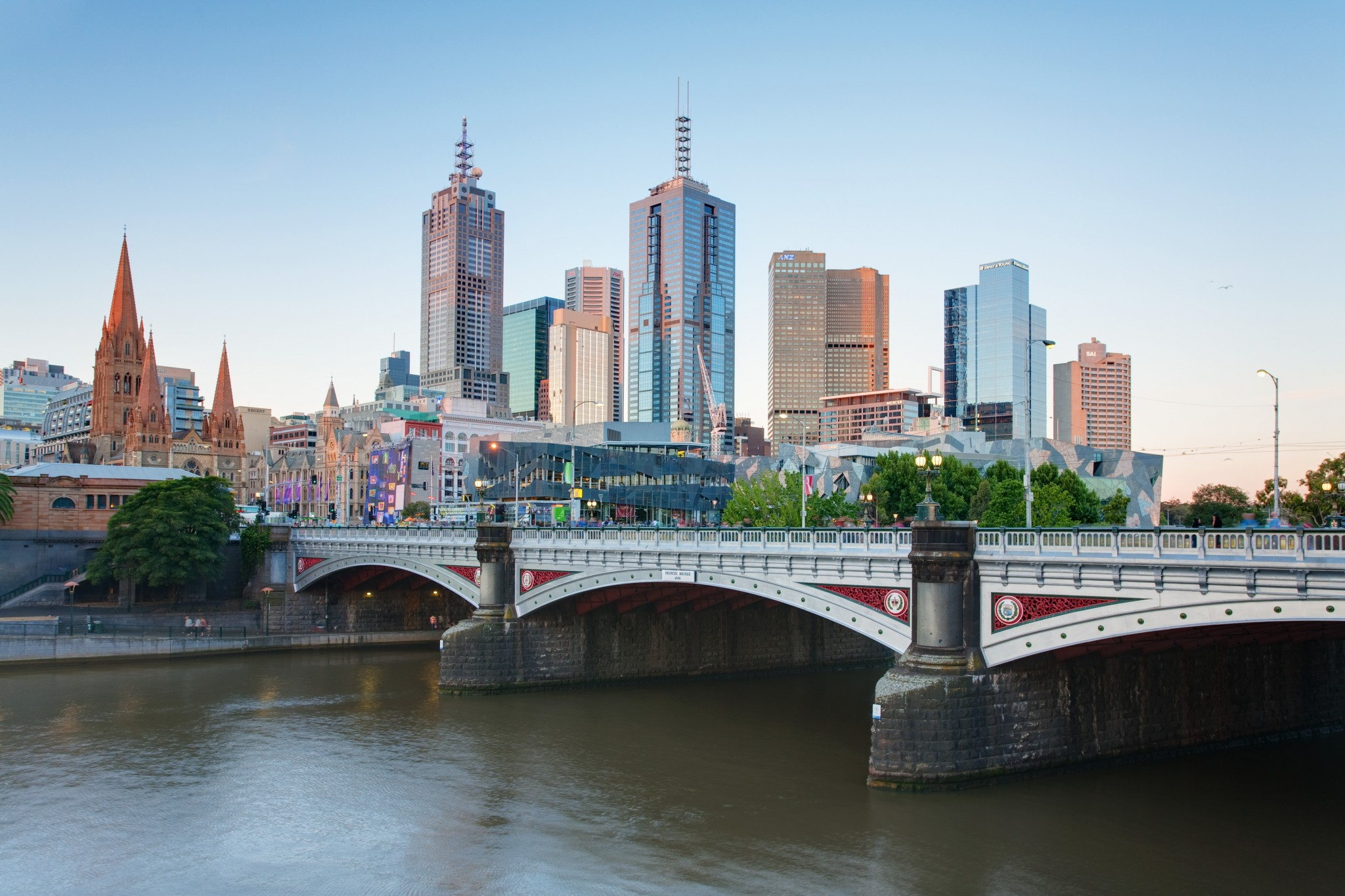 melbourne_skyline_and_princes_bridge_-_dec_2008.jpg