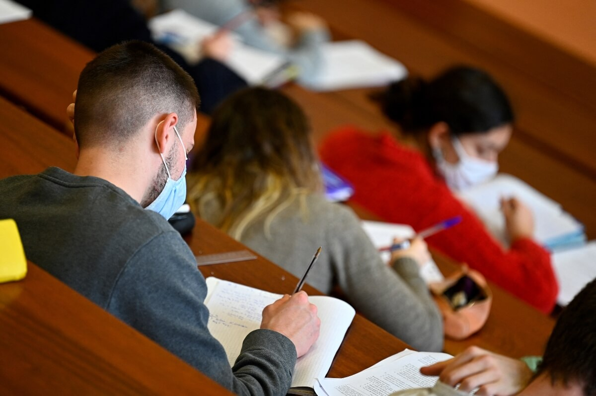 International students in the UK seek government compensation, tuition fee refunds