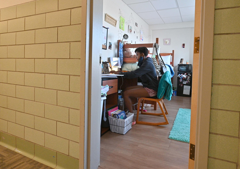 Here's your life-saving dorm room essentials checklist