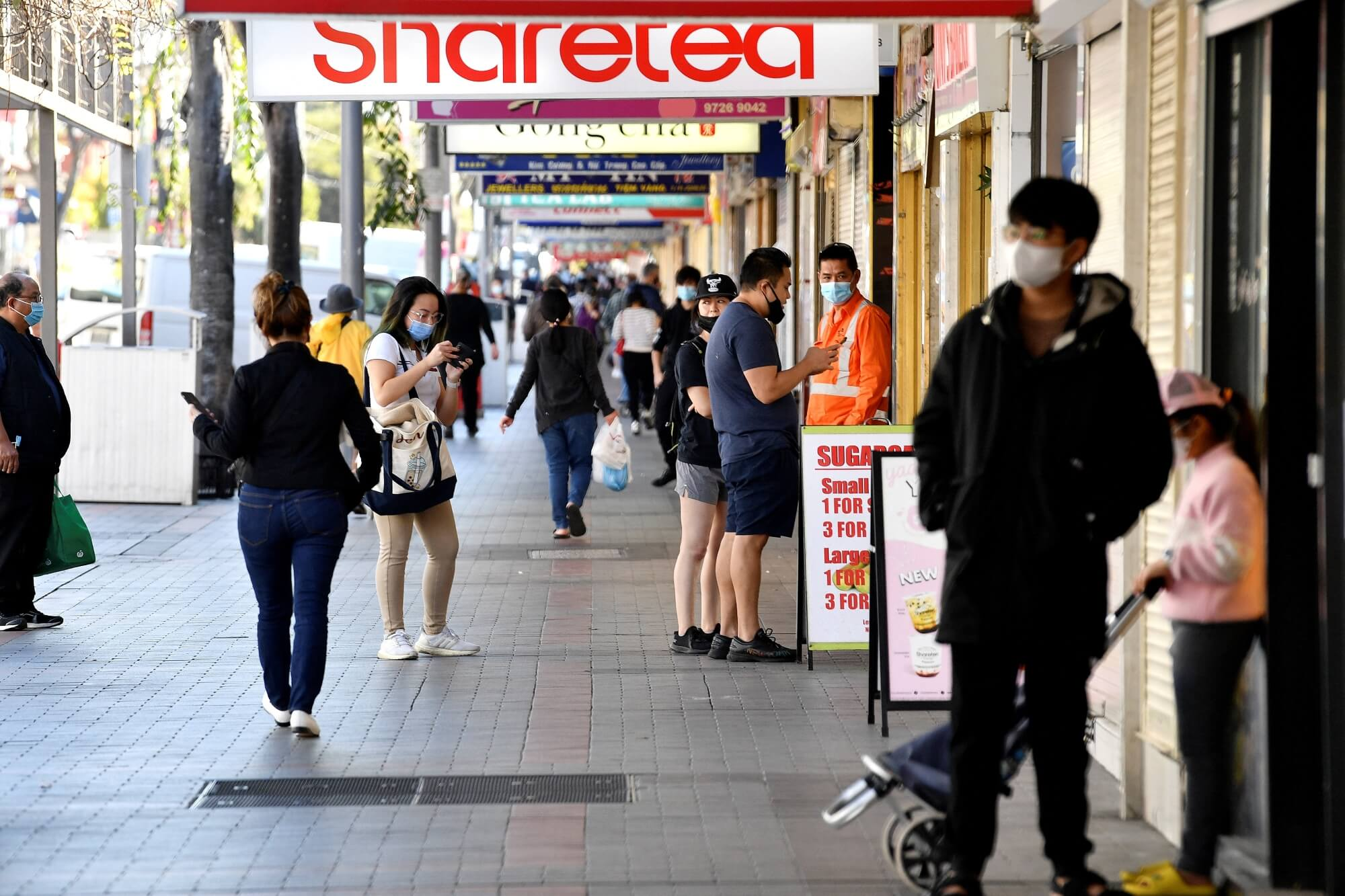 Financial support for international students in Australia to pay rent, groceries
