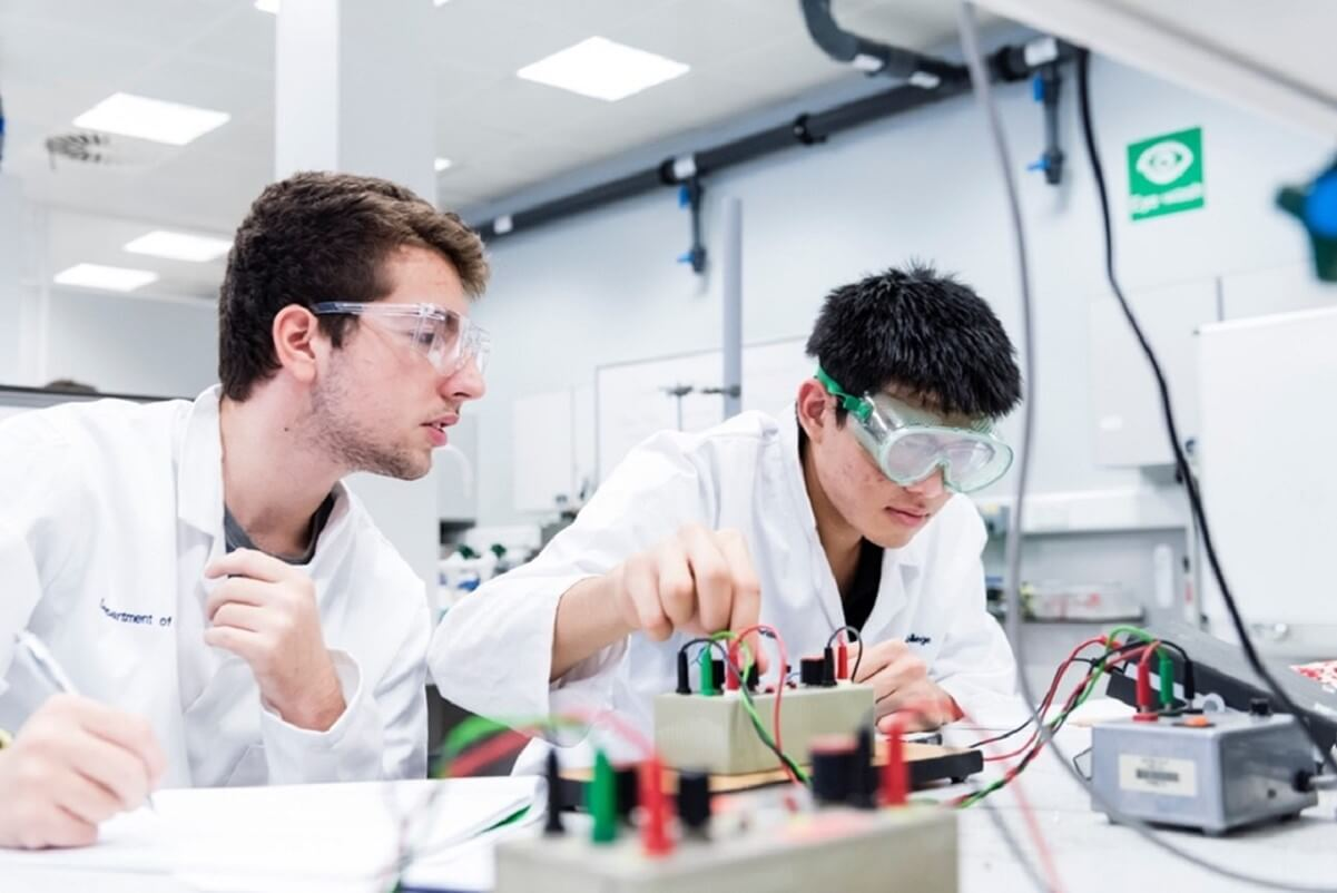 Tackle real-world challenges with a postgraduate degree in materials science